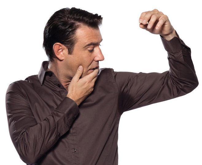 Эффективные советы как устранить неприятный запах с одежды